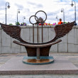 Bench of reconciliation in Luzhkov bridge, Moscow, Russia — Stockfoto