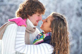 Kiss in winter park — Stock Photo
