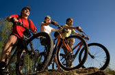 Friends bicyclists — Stock Photo