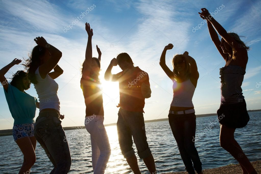 Group of happy young dancing at the beach on beautiful summer day — Stock Photo #9900948