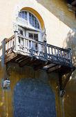 Balkón ve starém domě — Stock fotografie