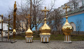 Cúpulas de oro y cruz ortodoxa — Foto de Stock