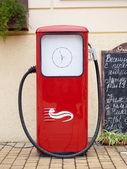 赤のガソリン ポンプ — ストック写真