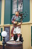 Statue d'un joueur de cornemuse écossaise — Photo