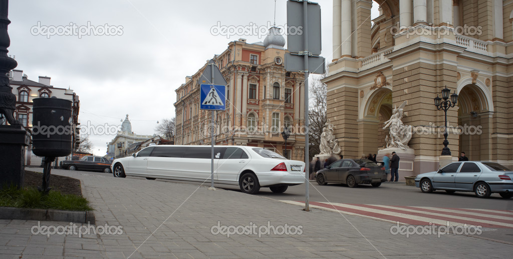 View of Opera and ballet house in Odessa, Ukraine — Stock Photo #8733326