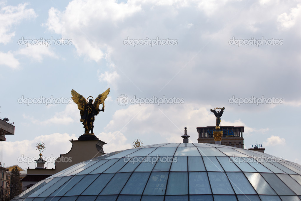 Viev of Glass dome in Kiev — Stock Photo #8734825