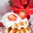 Waffle with strawberries — 图库照片