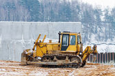 Yellow bulldozer working in the winter — Stock Photo