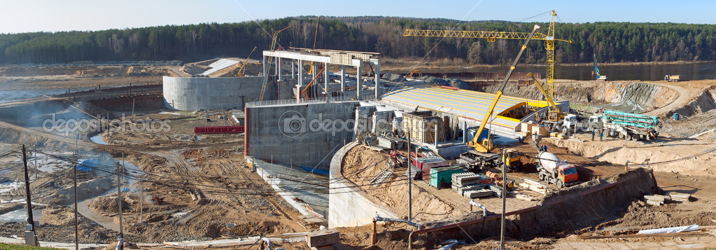Installation of a segmented shutter Grodno hydroelectric power station in Belarus — Stock Photo #9801301