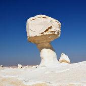 Rochers dans le désert blanc — Photo