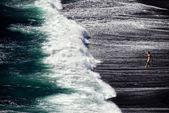 černý písečná pláž — Stock fotografie
