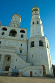 Archangel Cathedral and Ivan the Great Bell in the Moscow Kremli — Stock Photo