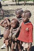 Małe dzieci himba — Zdjęcie stockowe