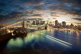 Increíble paisaje urbano de nueva york - tomada después del atardecer — Foto de Stock