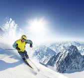 Skier in high mountains — Zdjęcie stockowe