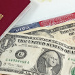 Eu passport, money and US visa — Stockfoto