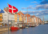 Copenhagen (Nyhavn district) in a sunny summer day — 图库照片