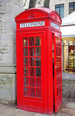 Red telephone booth in London — Стоковое фото