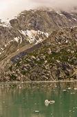 Alaskan Glacier with iceberg in water — Stock Photo