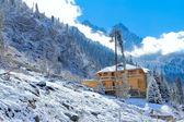 Casa de montaña en asia central de invierno — Foto de Stock
