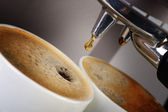 コーヒー マシン エスプレッソ。コーヒーの準備のプロセス — ストック写真