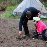 The little girl works in the garden — Stock Photo #9861047