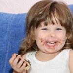 The little girl eats a cake — Stock Photo