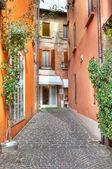 Smalle straat. sirmione, italië. — Stockfoto
