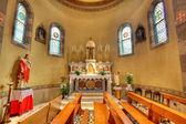 Katolik kilisesi'nin iç görünüm. alba, i̇talya. — Stok fotoğraf