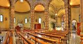 Innenansicht der katholischen kirche. alba, italien. — Stockfoto