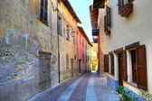Narrow street. Serralunga D'Alba, Italy. — Stock Photo