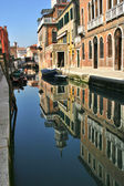 Multicilored huizen. venetië, italië. — Stockfoto