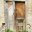 Dilapidated old wooden door in a shed — Stockfoto