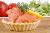 Pastry cases filled with smoked salmon — 图库照片