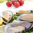 Green lipped mussels with salad — Stock Photo