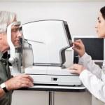 Eye Examination Through Visual Field Test — Stock Photo