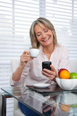 Mature Woman Using Phone — Stock Photo