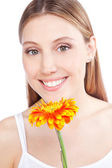 ガーベラの花を持つ女性 — ストック写真