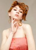 Fashion portrait of a beautiful woman — Stock Photo
