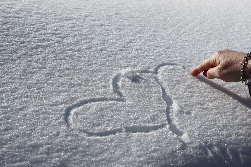 Symbol of love Heart on the snow  — Stock Photo #9686078