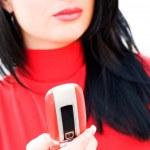wunderschöne emotionale Brünette roten Kleid mit Handy — Stockfoto #10166346