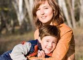 Anne ve oğlu açık set — Stok fotoğraf