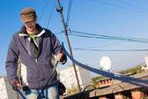 Pracownik gospodarstwa optyczne sieci kablowej — Zdjęcie stockowe