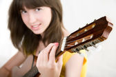Tocar guitarra girl teen — Fotografia Stock