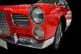 Czerwony samochód retro, na czarnym tle — Zdjęcie stockowe