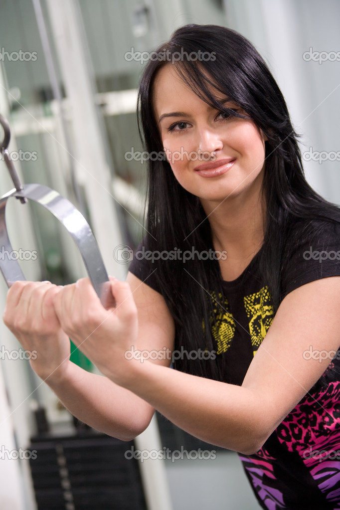 Pretty brunette exercising in gym — Stock Photo #10185298