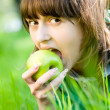 Young woman eating green apple — Stock Photo
