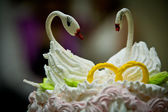Swans on wedding cake — Stockfoto