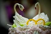 Swans on wedding cake — Stock Photo
