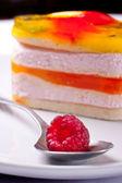 Söt gelé tårta med hallon — Stockfoto